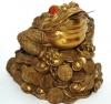"""Большая денежная жаба фен-шуй на трех золотых слитках """"Небесные львы"""""""