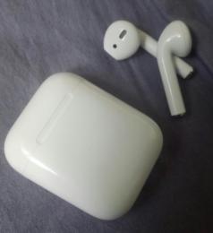 Беспроводные наушники Apple AirPods 2 (с беспроводным зарядным футляром) MRXJ2