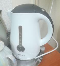 Электрический чайник Philips HD4677