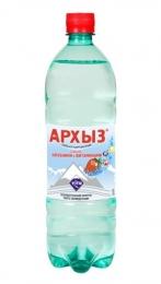 """Газированная минеральная вода """"Архыз"""" со вкусом клубники и витаминами"""