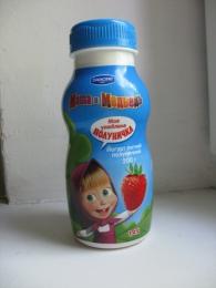 """Йогурт питьевой клубничный Danone Маша и Медведь """"Моя любимая клубничка"""" 1,4%"""