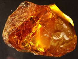 Минеральный камень Янтарь