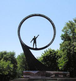 Монумент «Покорителям ближней Вселенной» (Калининград)
