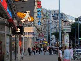 Улица Марияхильферштрассе в Вене (Австрия)