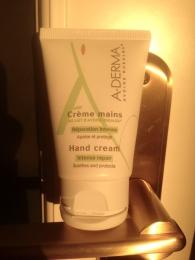 Восстанавливающий крем для рук A-Derma Hand cream intense repair soothes and protect