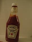 Бутылка кетчупа Heinz Томатный, вид спереди