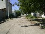 Дорога и частные дома недалеко от центра Симферополя