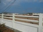 Забор аэропорта на пляже Nai Yang на Пхукете