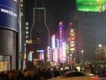 Улица Nanjing Road в Шанхае вечером