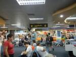 Аэропорт Пхукета в Таиланде - везде висят большие указатели, сложно заблудиться