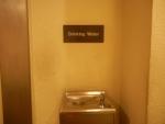 Аэропорт Чанги в Сингапуре - везде можно попить воду бесплатно, сам пробовал и не отравился :)