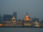 Город Шанхай - вид с набережной в районе Пудун