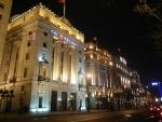 Набережная Вайтань в Шанхае - вечером включается красивая подсветка зданий