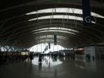 Аэропорт Пудун в Шанхае - в районе стоек регистрации на рейсы во втором терминале