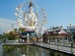 Храм Плай Лем - многорукая китайская богиня