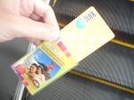 Проездной EZ-Link на общественный транспорт в Сингапуре - чехол и сам проездной