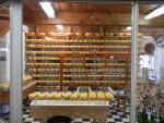В музее Zaanse Schans можно приобрести много сувениров, в том числе и сыр