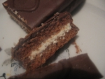 Пирожное в разрезанном виде