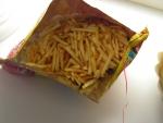 Открытый пакет с чипсами