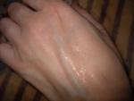 так Дезодорант-антиперспирант выглядит на коже