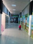 На втором этаже красивые и широкие коридоры