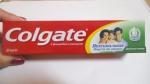 коробка с зубной пастой Colgate с фторидом и кальцием, свежая мята