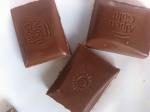Отломленные плитки шоколада