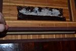 сворачиваю. у меня даже нет спец. циновки. это просто бамбуковые салфетки.