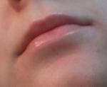 гигиеническая помада на губах
