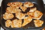 Обжаренные кусочки курицы в маринаде из соуса соевого классического Сэн Сой