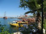 Гавань с туристическими кораблями