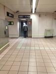 Лифт на улицу из метро для инвалидом и пассажиров с колясками (Метро Барселоны)