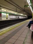 Перрон в метро (Барселона)