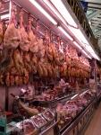 Колбасный отдел на рынке Mercat в Валенсии