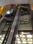 Лифты в аэропорте Барахас между этажами. Выглядят стильно :)
