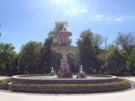 Красивый фонтанчик в парке Ретиро
