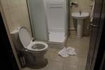Отель 40-й Меридиан Арбат - душевая кабина и туалет