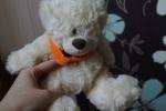 Мягкая игрушка Plush Apple медведь с шарфом 24 см белый (вид спереди)