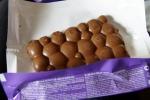 Внешний вид плитки молочного пористого шоколада Milka Bubbles