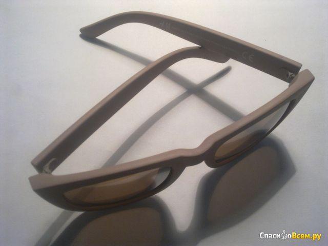 """Женские очки """"H&M"""" бежевые с зеркальными стеклами фото"""