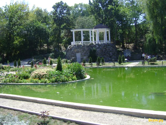 Набережная реки Салгир в Симферополе (Крым) фото