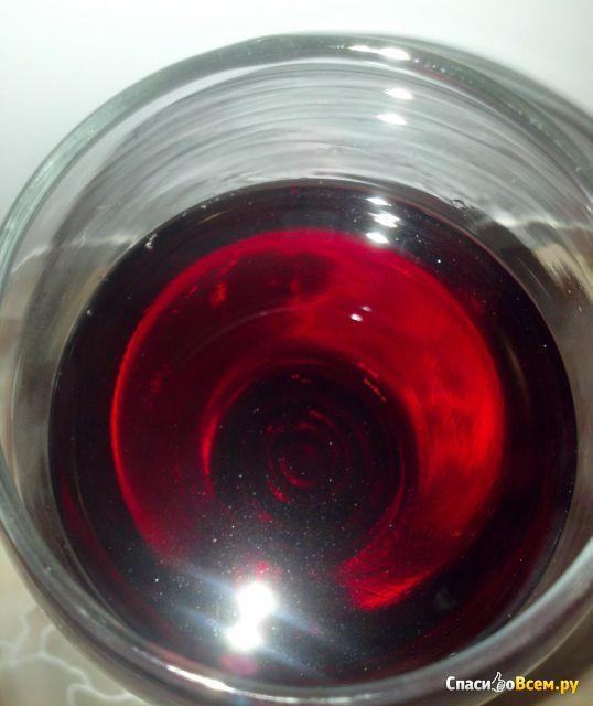 Вино столовое красное полусладкое