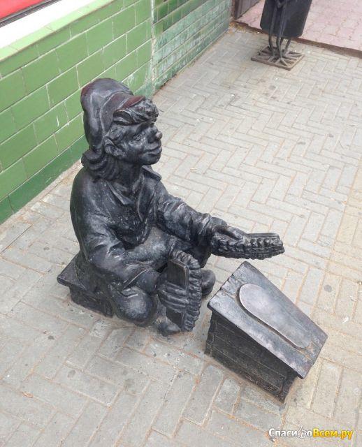 """Памятник """"Чистильщик обуви"""" (Россия, Челябинск) фото"""