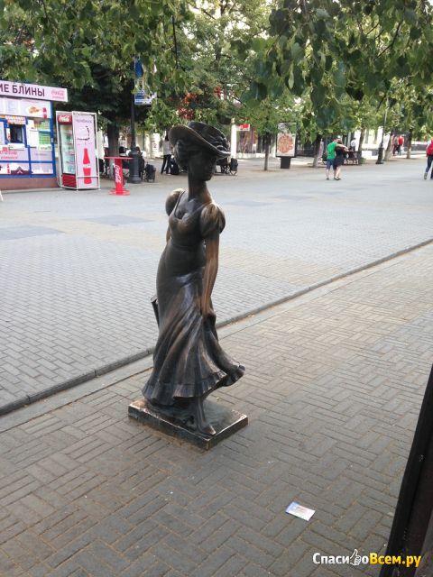 """Памятник """"Дама-модница"""" (Россия, Челябинск) фото"""