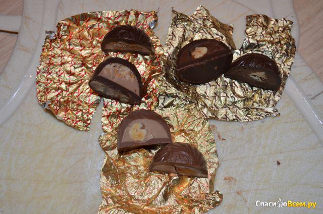 """Конфеты А. Коркунов """"Ассорти"""" Темный и молочный шоколад Цельный и дробленый лесной орех фото"""