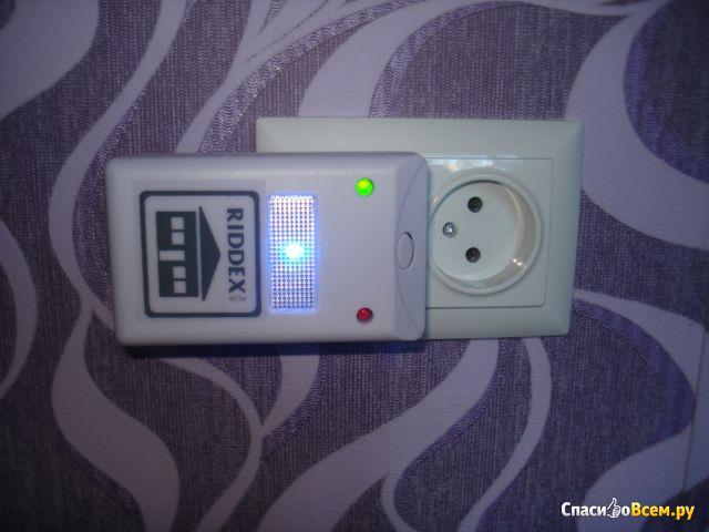 Электромагнитный и ультразвуковой отпугиватель грызунов и насекомых Riddex Plus Pest Repeller фото