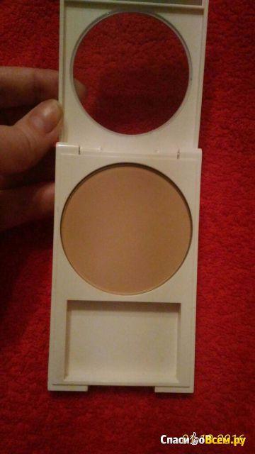 Компактная пудра Revlon Nearly Naked 020 Light Pale