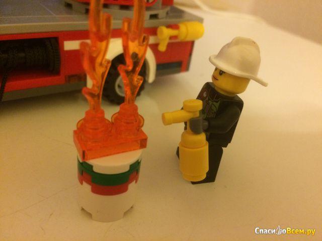 """Конструктор Lego City """"Пожарный автомобиль с лестницей"""" 60107 фото"""