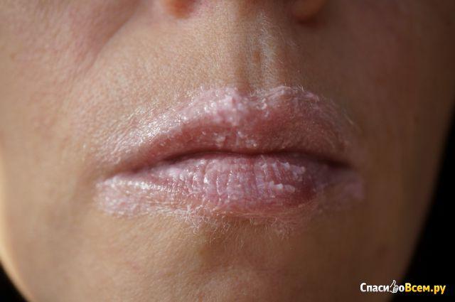 Нежный скраб для губ Precious oils Lip scrub 8 в 1 Eveline фото