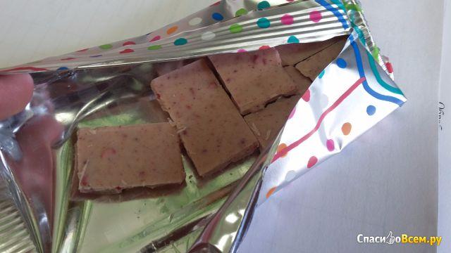 "Белый шоколад с кусочками малины Bucheron Baby ""Pink"" фото"